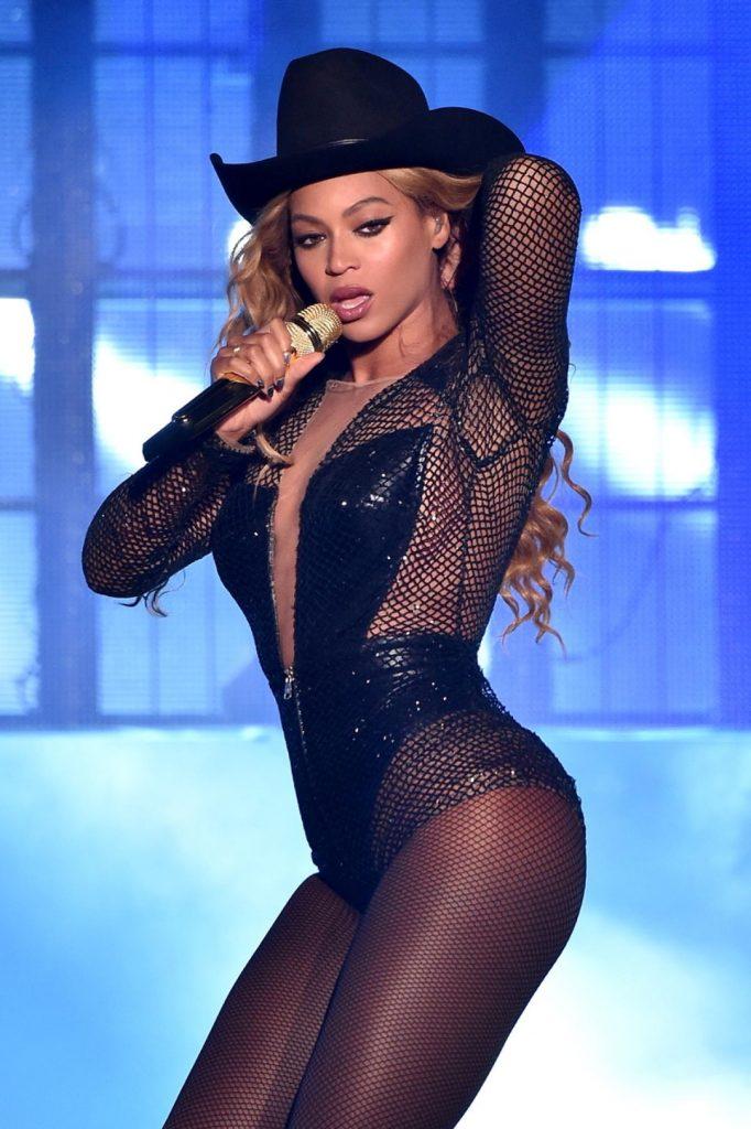 Beyoncé fishnets